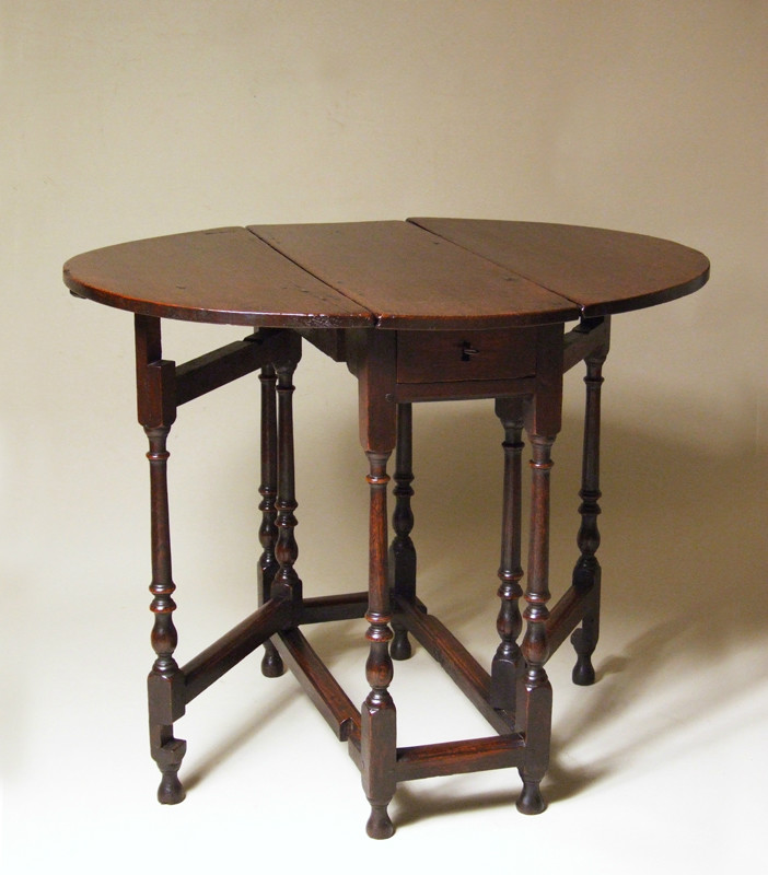 Early 18th century small oak gateleg table