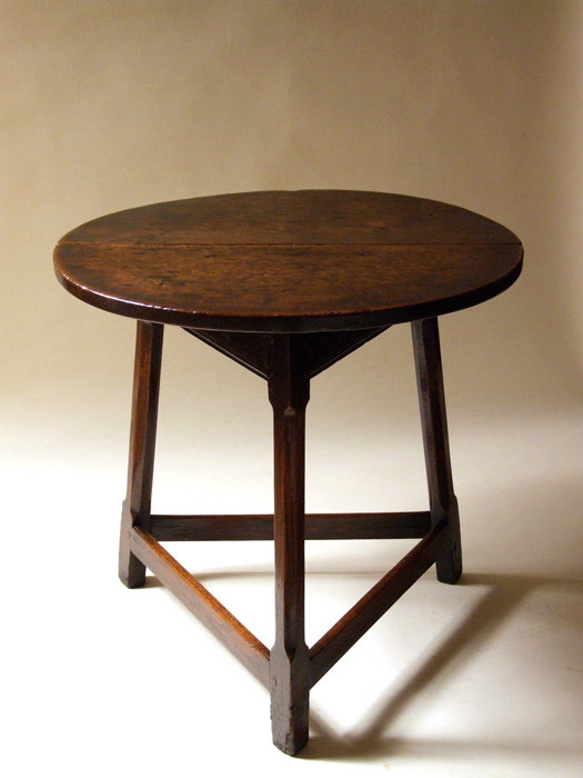 Handsome Welsh oak cricket table