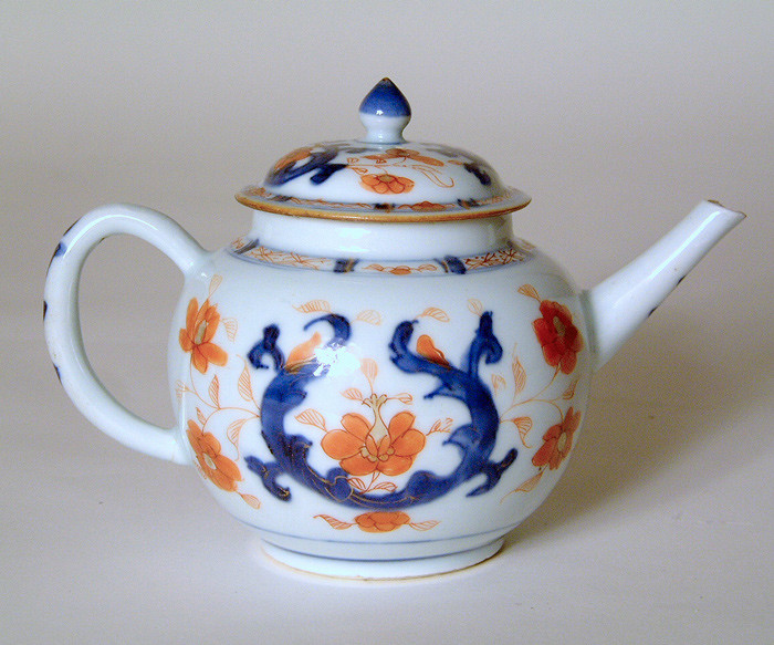 18th century Chinese porcelain teapot