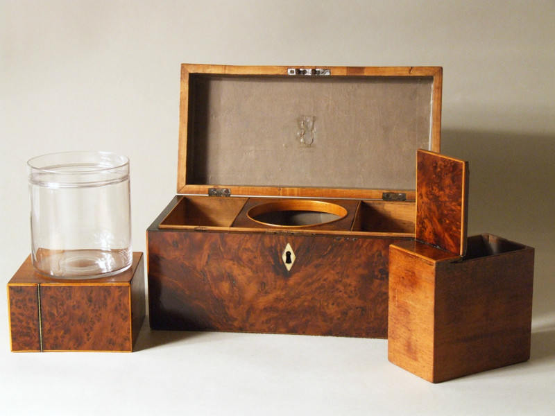 Wonderful Regency burr yew tea caddy