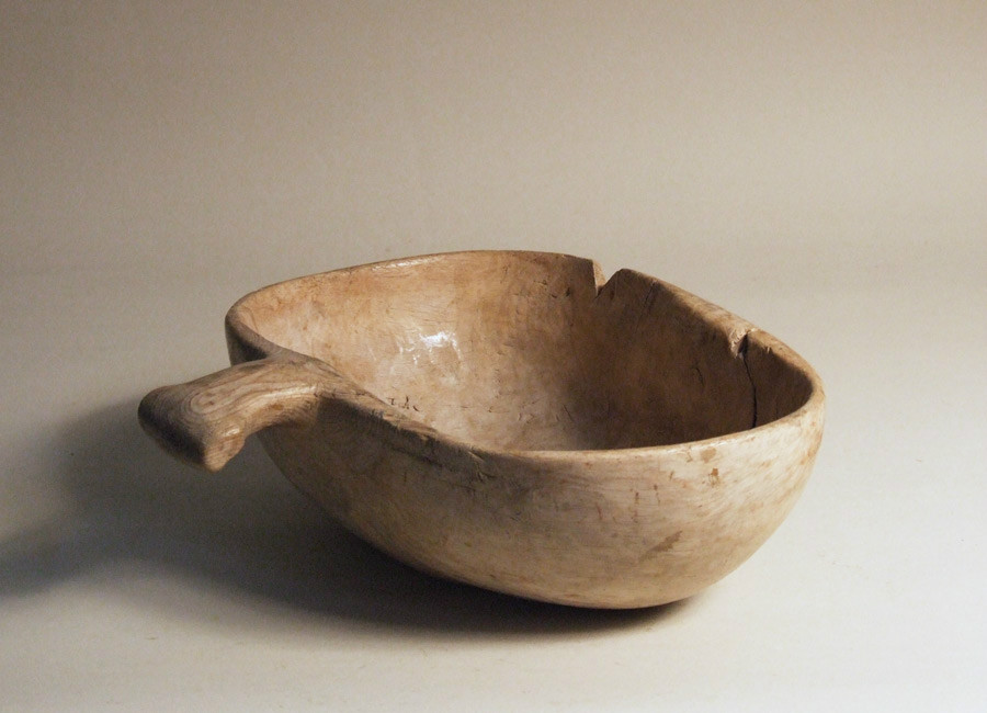 Swedish bowl with integral handle