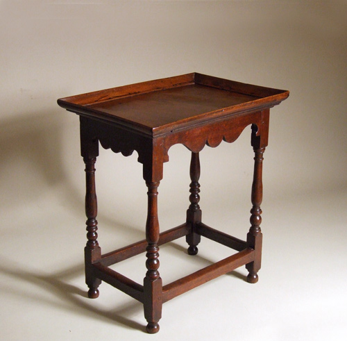 Early 18th century walnut centre table